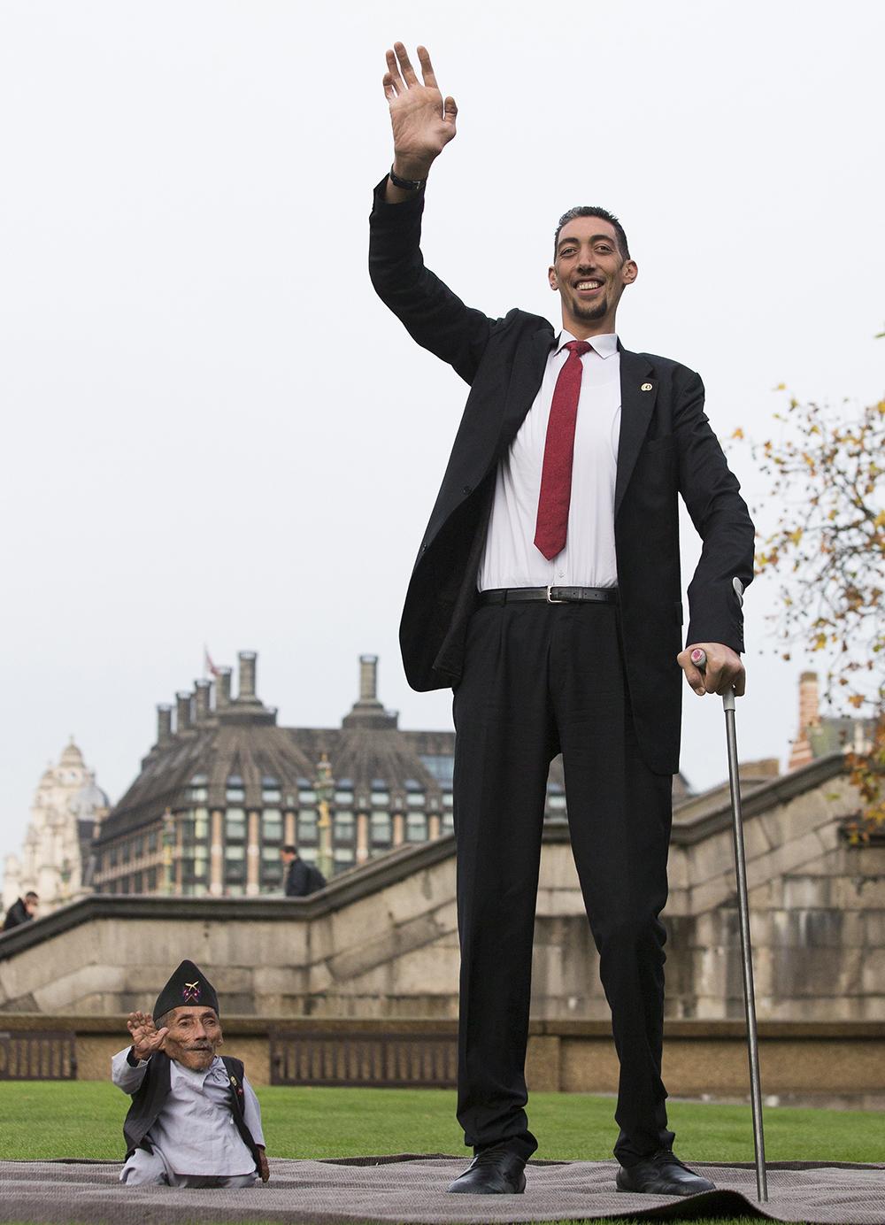 صورة اطول رجل وامراة في العالم , صور رجال ونساء اصحاب قامه فريده من نوعها