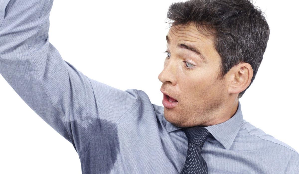صورة اسباب التعرق اثناء النوم عند الرجال , اسباب التعرق الليلي عند الرجال وعلاجها