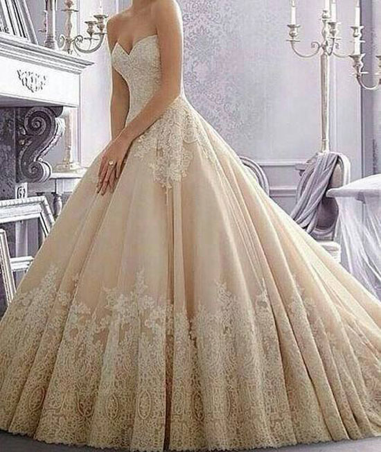 صورة فساتين زفاف اوف وايت , اجمل صيحات فساتين الزفاف 2019