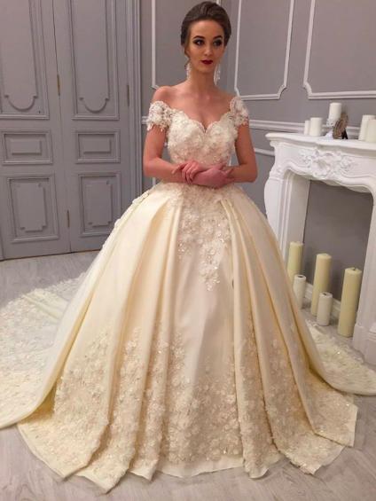 بالصور فساتين زفاف اوف وايت , اجمل صيحات فساتين الزفاف 2019 2713