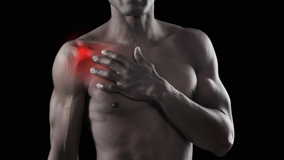 صور الم الكتف والصدر , ما هي اعراض الم الكتف والصدر وتحدث بسبب ماذا