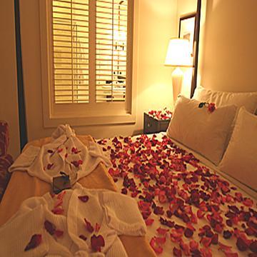 بالصور غرف نوم للعرسان رومانسية , عيش الرومانسية في غرفة نوم لك انت وهي 2967 5