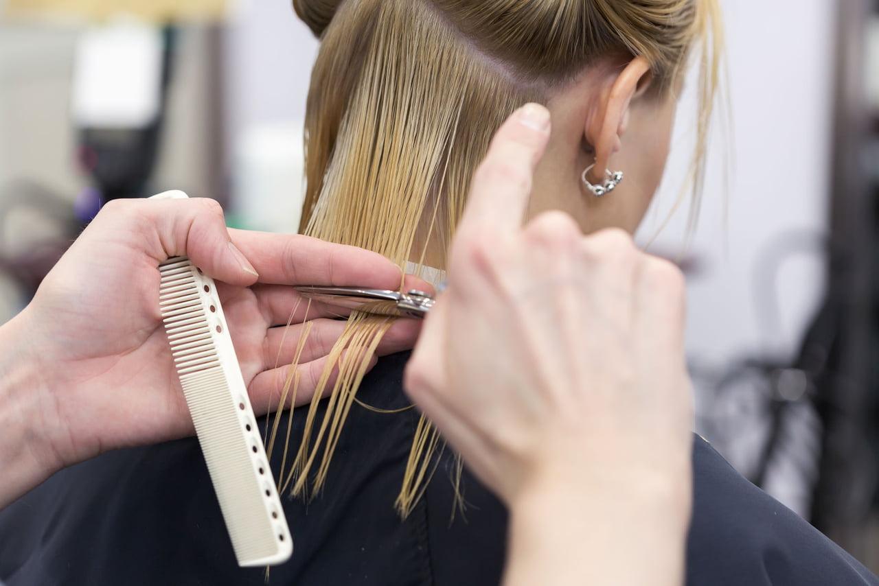 صورة فوائد قص الشعر في الايام البيض , العناية والاهتمام بقص الشعر