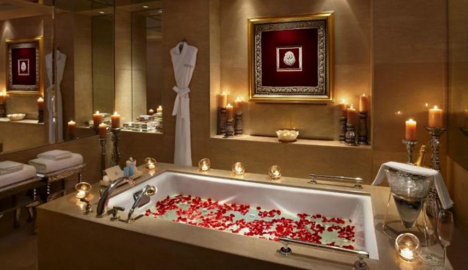 صورة الحب بين الزوجين في الحمام , لحظات رومانسية في الحمام بين الرجل وزوجته