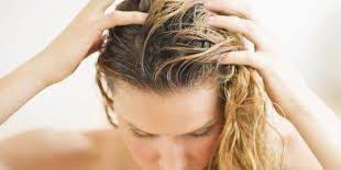 بالصور طرق للتخلص من قشرة الشعر , حلول لهرش الشعر 5197 3 310x155
