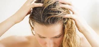 صورة طرق للتخلص من قشرة الشعر , حلول لهرش الشعر