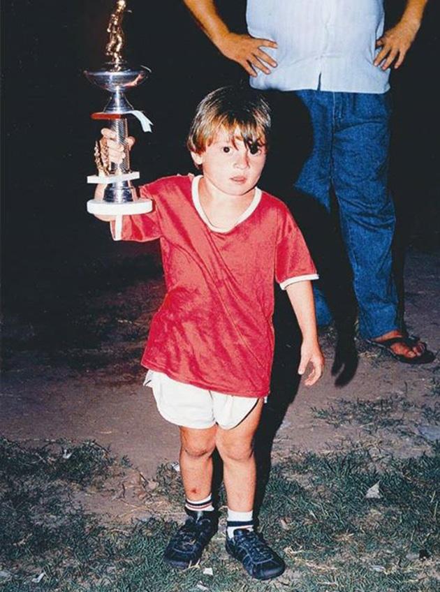 صورة صور ميسى وهو صغير , اشهر لعيبه كره القدم وصور لم تشاهدها من قبل