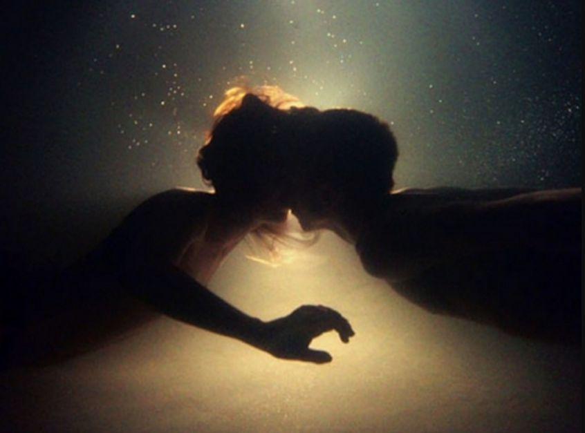 صورة رؤية القبلة في المنام , القبله وما تفسيراتها فى المنام