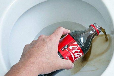 بالصور تنظيف المرحاض من السواد , خطوات تنظيف الحمامات خطيره 2824 1