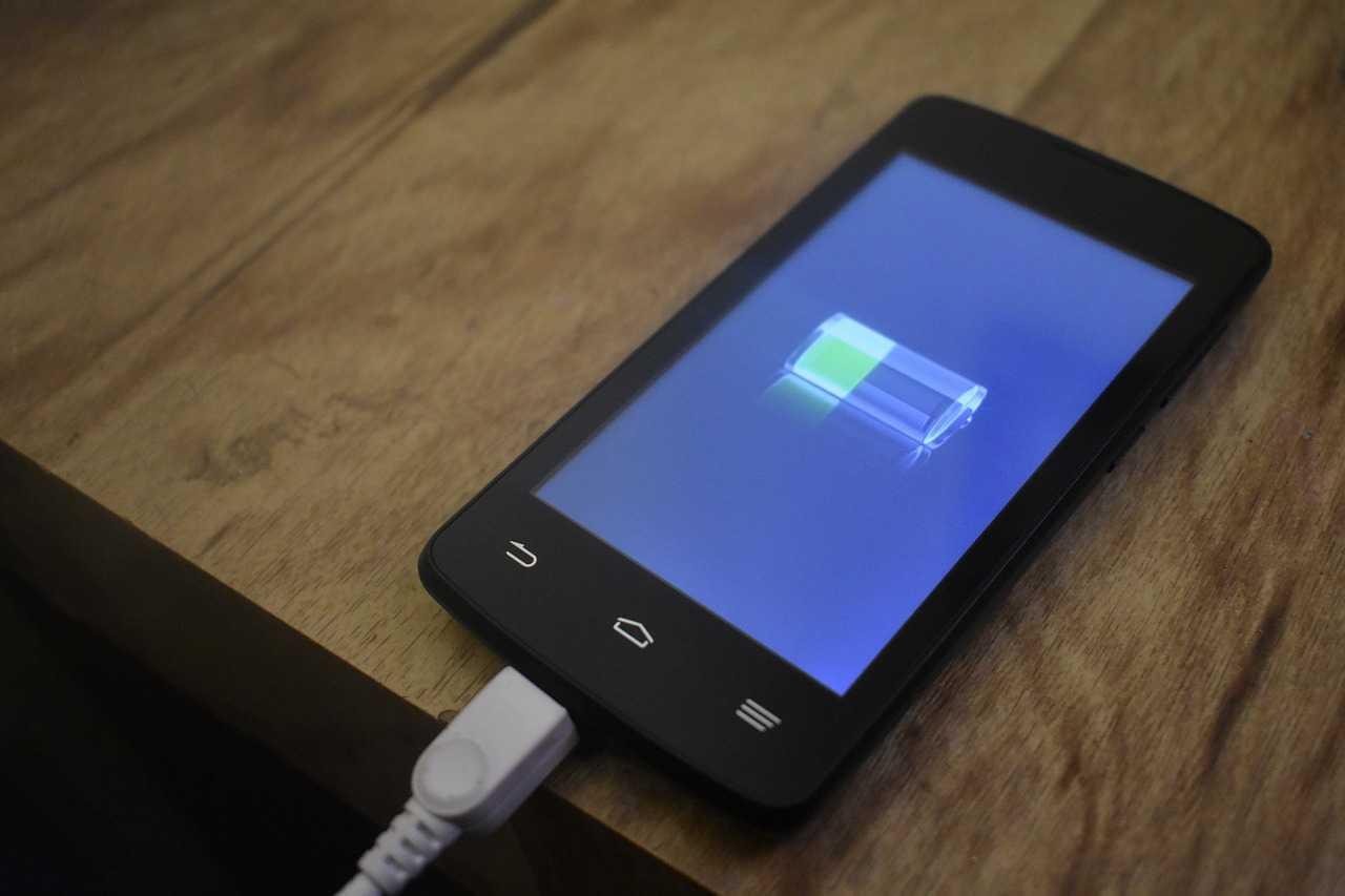 صورة بطارية الموبايل تفرغ بسرعة , اسباب فراغ بطاريه الهاتف وحلول تلك المشكله