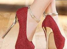 صورة حذاء احمر في المنام , تفسير رؤيه الاحذيه ولبسها