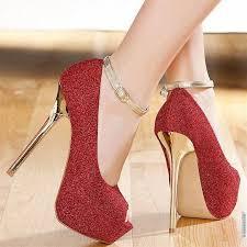 حذاء احمر في المنام , تفسير رؤيه الاحذيه ولبسها