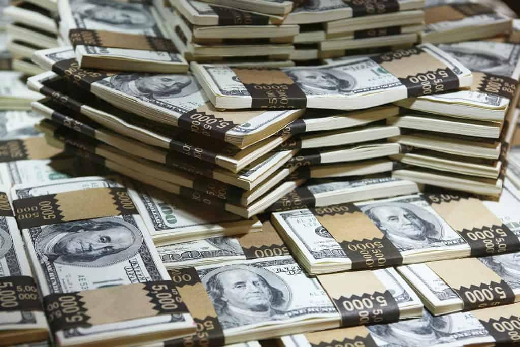 صور رؤية الملك في المنام يعطيني مالا , تفسير شخص يعطيني فلوس