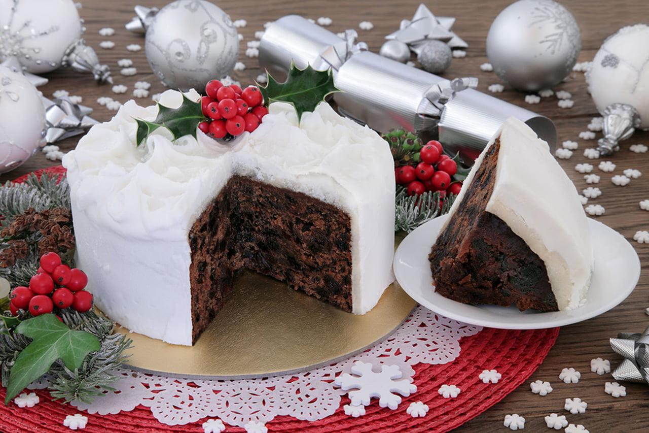 صورة طريقة تزيين الكيك , تحضير الكيكة بالمكسرات والشكولاته