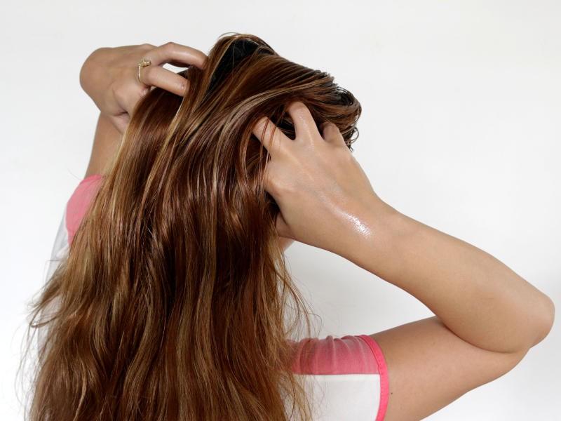 صورة حمام زيت للشعر , اعاده تصليح الشعر بحمام الزيت