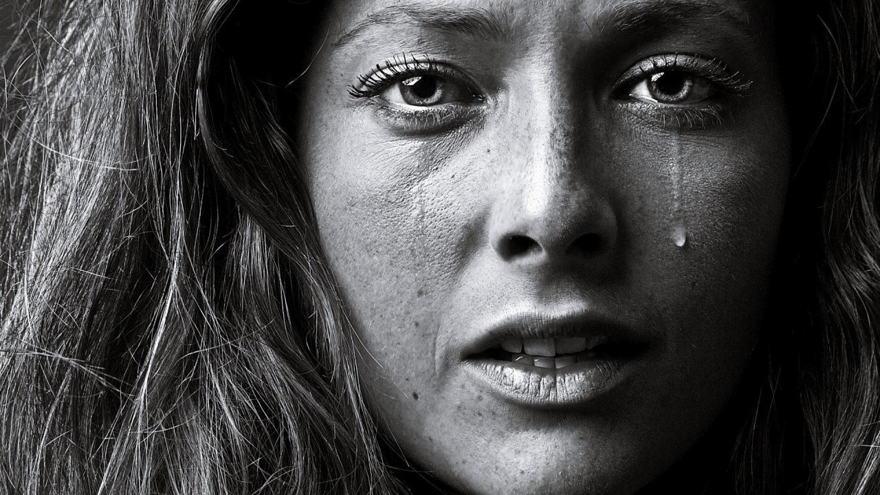 صورة صور بكاء حزينة , الحزن كله فى صورة بكاء صعبه
