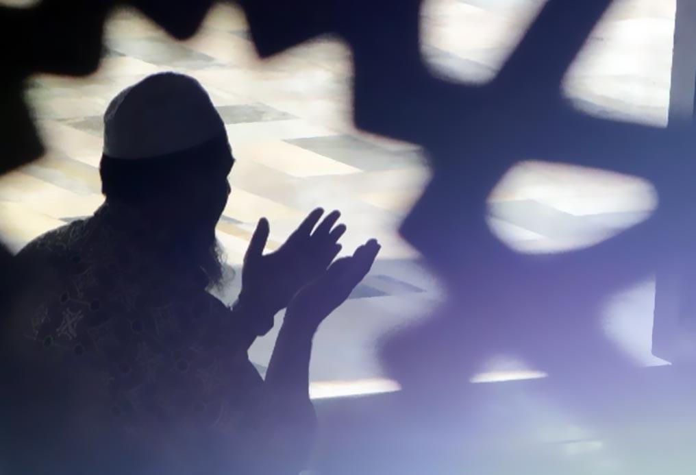 صور رجل يدعي الدعاء فى صور للرجال رهيبه